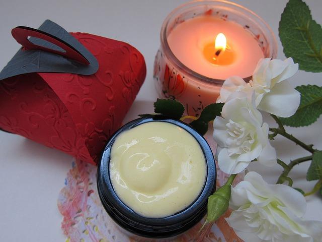 krém a svíčka