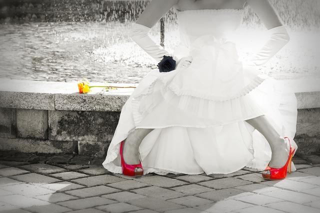 špatně obutá nevěsta