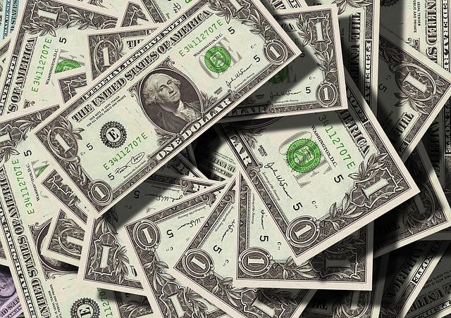 rozházené dolary.jpg
