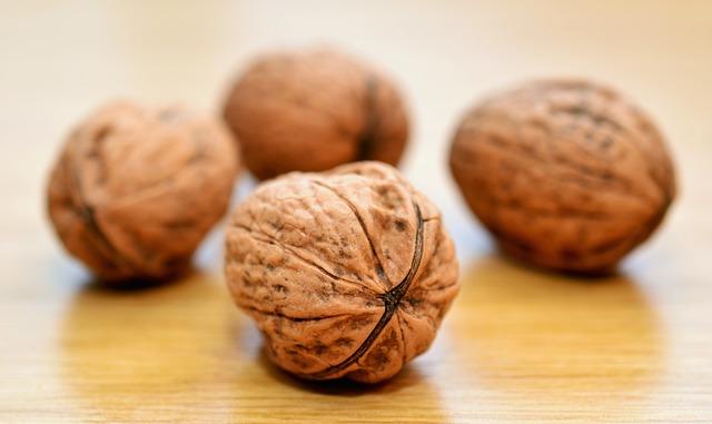 čtyři vlašské ořechy.jpg